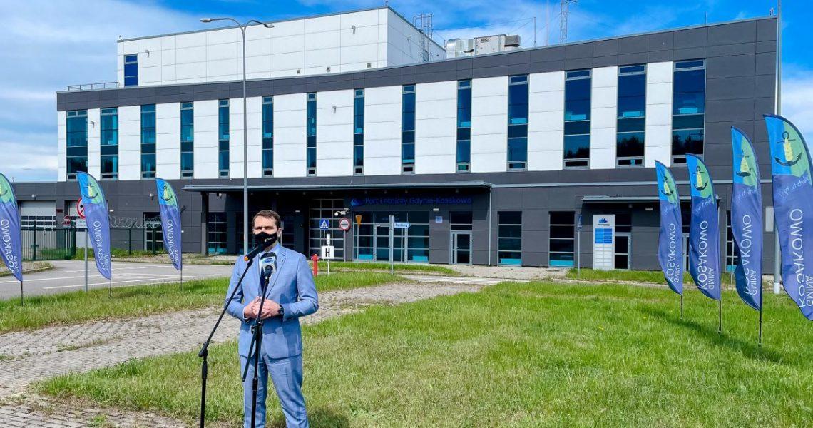 Konferencja prasowa wójta gminy Kosakowo wsprawie nabycia przezgminę Portu Lotniczego Gdynia-Kosakowo Spółka zo.o.