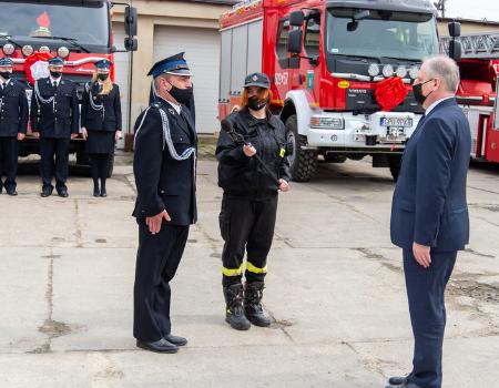 Uroczystość wmurowania kamienia węgielnego podbudowę strażnicy OSP Kosakowo orazpoświęcenia samochodów ratowniczo-gaśniczych