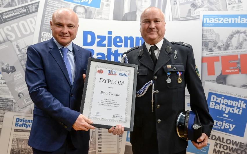 """Strażak OSP Kosakowo zwycięzcą wplebiscycie """"Strażak Roku 2021"""""""